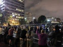 阻拦高速公路上线管道的黑人生活问题抗议者 免版税图库摄影