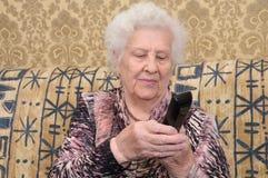 拨号电话前辈妇女 库存照片