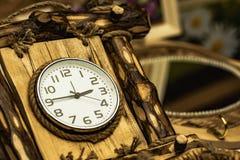 拨号盘有木头的壁钟 免版税图库摄影