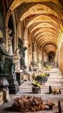 拱廊, Vysehrad公墓布拉格,捷克 免版税图库摄影