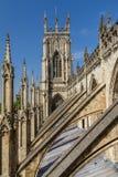 拱式扶垛的难以置信的看法和约克大教堂大教堂建筑细节在约克夏,英国 免版税库存图片