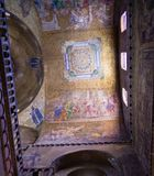 拱形屋顶、教堂中殿& transept里面圣马克` s大教堂  库存图片