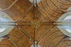 拱顶式顶棚在教会里 免版税库存照片