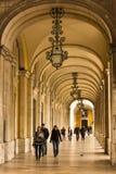 拱廊。画廊周围的宫殿正方形或商务正方形。里斯本。葡萄牙 免版税图库摄影