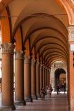 拱廊在波隆纳城市,意大利 库存照片
