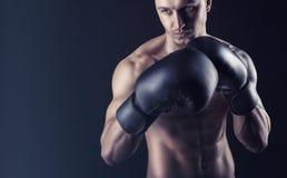 拳击手套的人 库存照片