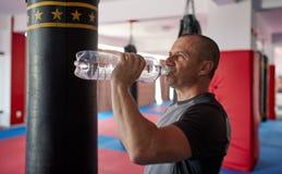 拳击手饮用水 库存图片