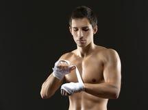 拳击手包裹有防护绷带的手 免版税库存照片