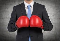 拳击手套的人 免版税图库摄影