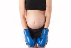 拳击手套的孕妇 免版税图库摄影