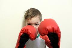 拳击手套的孩子 免版税库存照片