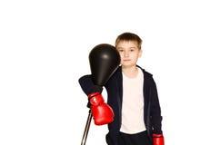 拳击手套的小男孩在白色背景 免版税图库摄影