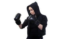 拳击手套的少妇在白色背景 免版税库存照片