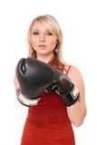 拳击手套的美丽的白肤金发的女孩 免版税图库摄影