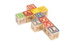 拼写回到学校的玩具木块 免版税库存图片