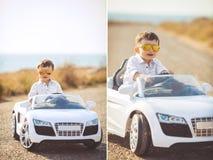 拼贴画,旅行的一个小男孩乘汽车 免版税库存图片