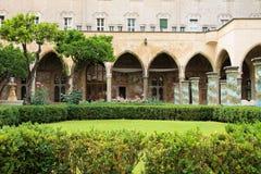 拿坡里- Chiostro二圣塔Chiara (圣塔Chiara博物馆复合体) 免版税库存照片