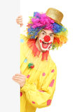 拿着一个备用面板的滑稽的马戏团小丑 免版税库存图片