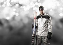 拿着一个对滑雪的滑雪者 库存例证
