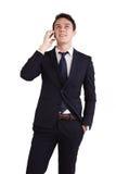 拿着一个手机的愉快的年轻白种人商人 免版税库存图片