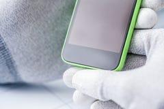 拿着一个手机的电子技术员 免版税图库摄影