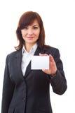 拿着一个空插件的愉快的美丽的女实业家 库存图片