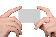 拿着一个空插件的男性和女性手 库存图片