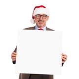 拿着一个空白的委员会的愉快的圣诞老人商人 免版税库存图片