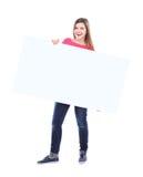 拿着一个空白的广告牌的美丽的妇女 免版税库存图片