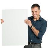 拿着一个空白的标志的愉快的商人 免版税图库摄影