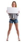 拿着一个空白的白板的性感的妇女提出某事 库存照片