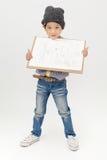 拿着一个空白的艺术委员会的愉快的亚裔男孩 图库摄影