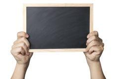 拿着一个空白的黑板的手 库存图片