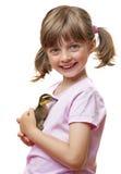 拿着一只鸭子的小女孩 免版税库存照片