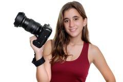 拿着一台专业照相机的十几岁的女孩 库存照片