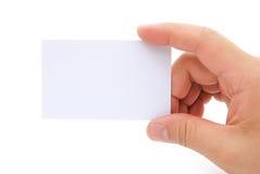 拿着一张空白的名片的手 图库摄影