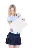 拿着一张空白纸片的女孩 免版税库存照片