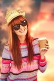 拿着一杯咖啡的可爱的行家妇女的综合图象 免版税库存图片