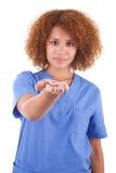 拿着一根残破的香烟-黑peop的非裔美国人的护士 库存照片