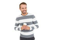 拿着一次性咖啡杯的冬天穿戴的愉快的年轻人 图库摄影