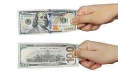 拿着一百元钞票的一个人的现有量 免版税库存图片