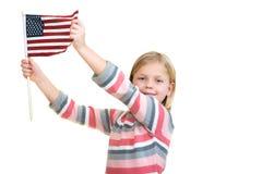 拿着一面美国国旗的甜白肤金发的女孩 库存照片