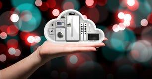 拿着与电子装置的手一朵云彩 免版税库存照片