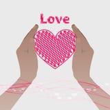 拿着与线的两只手桃红色心脏 皇族释放例证