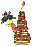 拿着与蜡烛的长颈鹿佩带的太阳镜一个蛋糕 免版税图库摄影