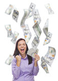 拿着与许多的愉快的妇女$100张票据下跌  免版税库存照片