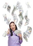 拿着与许多的愉快的妇女$100张票据下跌  免版税库存图片
