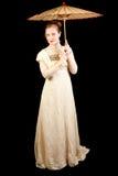 拿着中国伞的维多利亚女王时代的礼服的女孩 免版税库存照片
