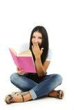 拿着书的女孩 库存图片
