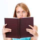 拿着书的妇女 免版税库存照片